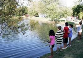 GlenWyck Farms HOA - Fishing at the park